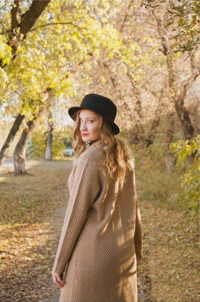 Женская одежда: Пальто из 100% шерсти верблюда в Сельский магазин