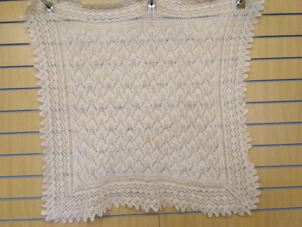 Манишки, шали, шарфы, платки, палантины: Платок ажурный из 100% пуха козы (100х100 см) в Сельский магазин