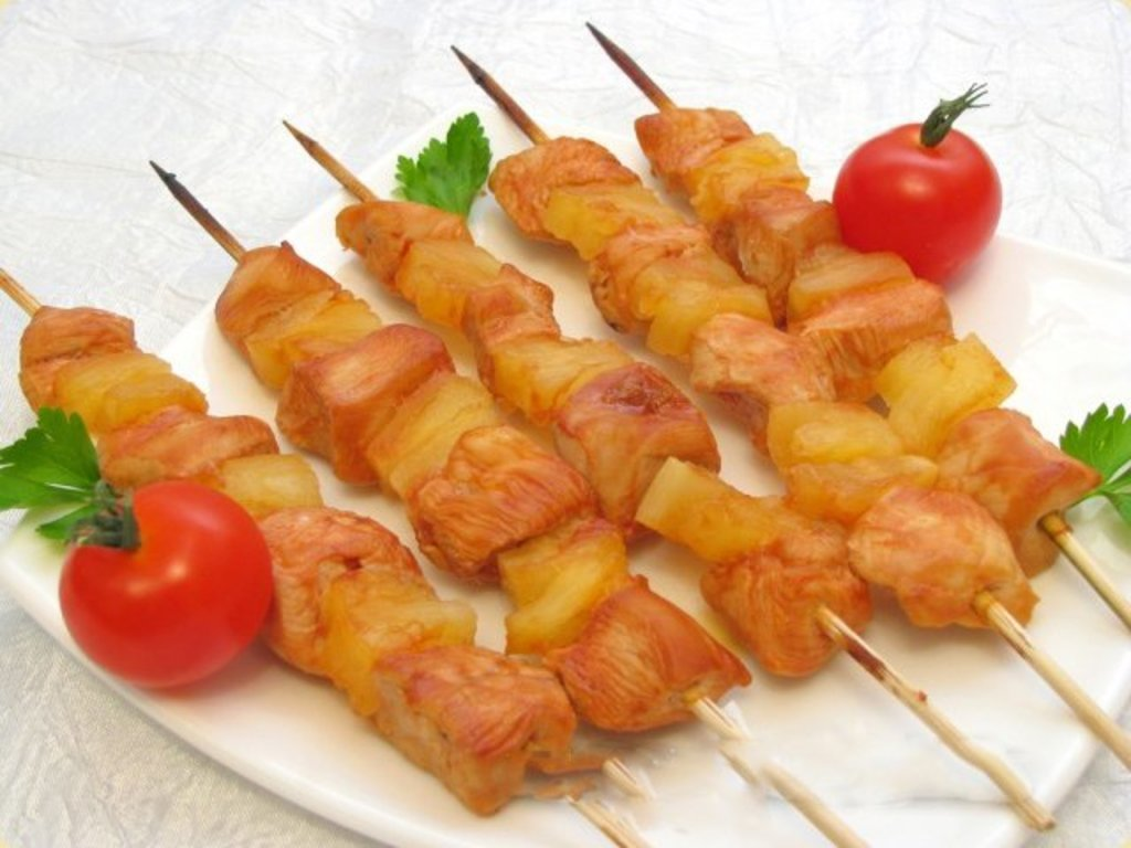 Банкетное меню: Шашлычок куриный с ананасом  120гр в Смак-нк.рф