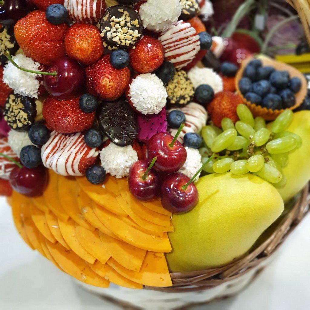 Корзинка фруктов: Корзина Наслаждение в Fruit Art