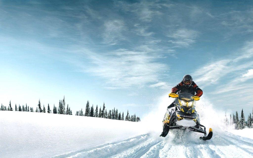 Спортивный зимний отдых: Снегоходы в Seventh Heaven