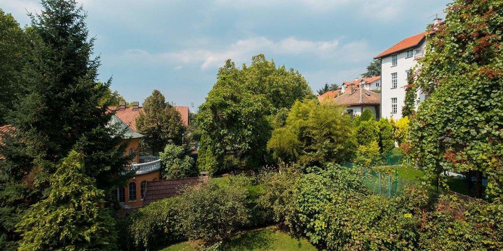 Veliki Porodični Apartman sa Kuhinjom i Terasom в Vila Bulevar
