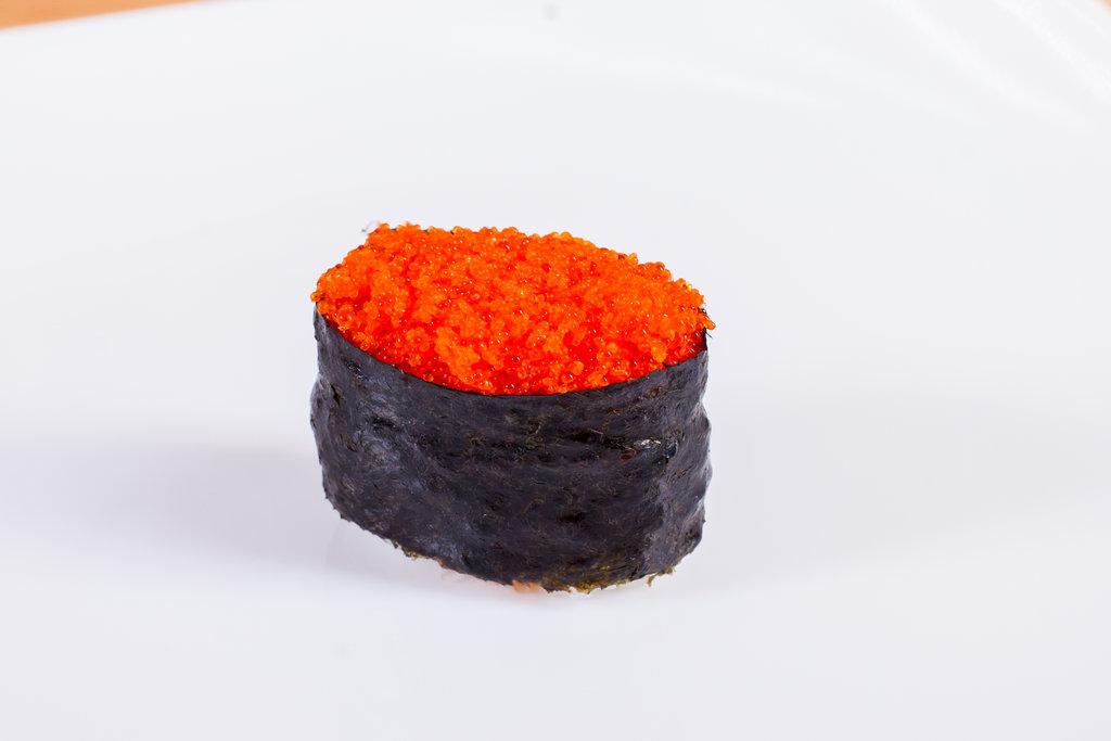 Суши: Суши с тобикой в Sushin