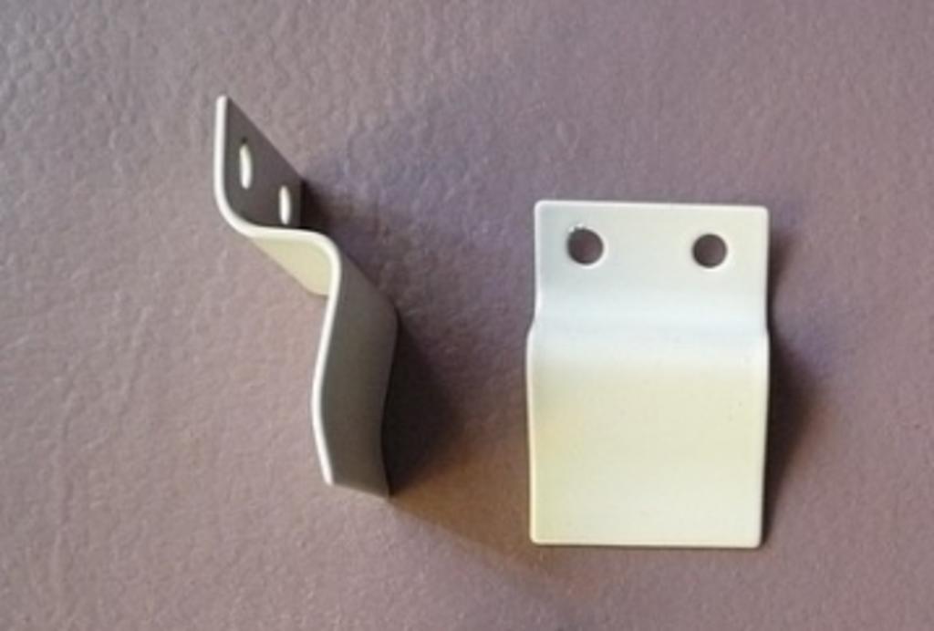 Комплектующие для окон и дверей пвх: Уголки для маскитной сетки (пластмассовые) в Балкон-Уют