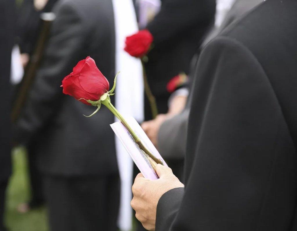 Ритуальные услуги: Бюджетный пакет организации похорон в Ангел-СВК, ритуальная фирма