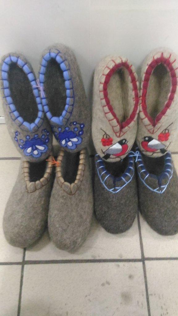 Унты, валенки, чуни мужские: Валяные тапочки с обшивкой и с рисункои (без подошвы) в Сельский магазин