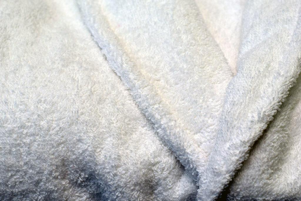 Махровые халаты: Халат махровый мужской в Баклажан, студия вышивки и дизайна