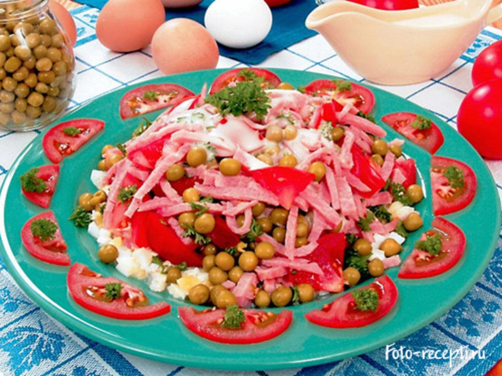 Салаты: Салат из ветчины, помидоров и зеленого горошка 150 гр. в Коко-пицца