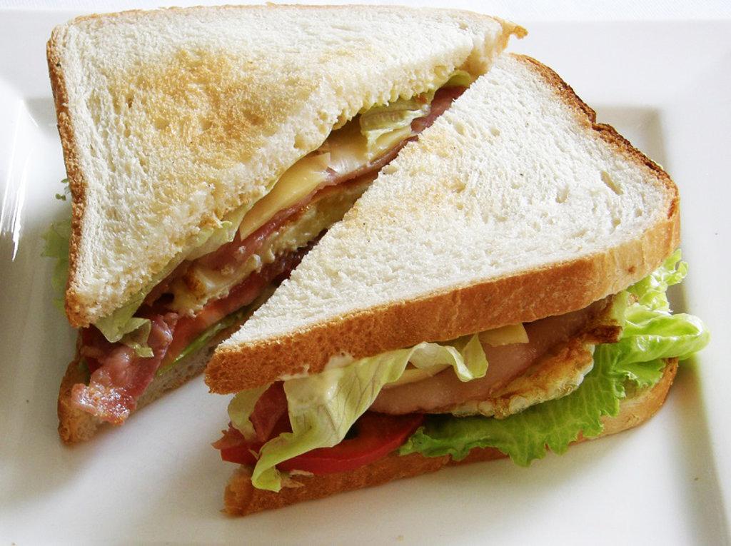 Сэндвичи: Сэндвич с беконом и яйцом в Квартал