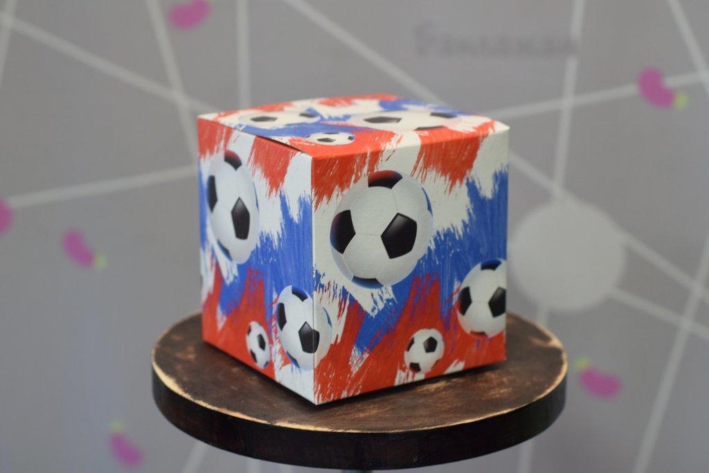 """Подарочная упаковка: Подарочная коробка под кружку """"Футбольная"""" в Баклажан, студия вышивки и дизайна"""