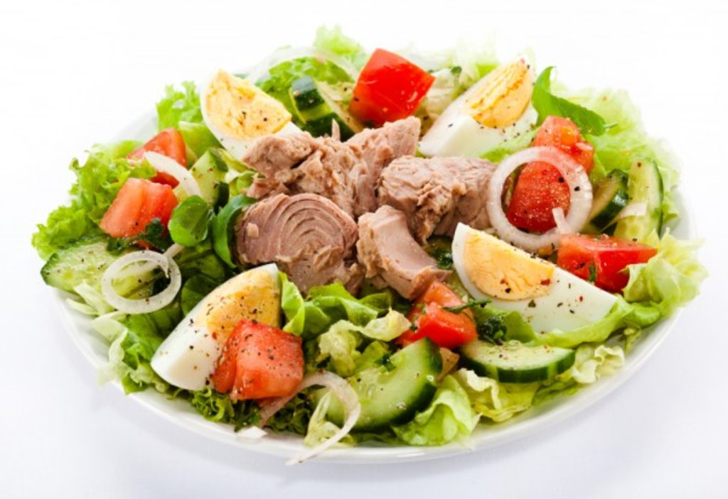 Салаты: Салат с тунцом 150 гр. в Коко-пицца