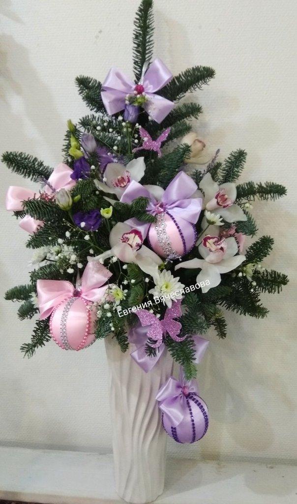 Букет новогодний в Николь, магазины цветов