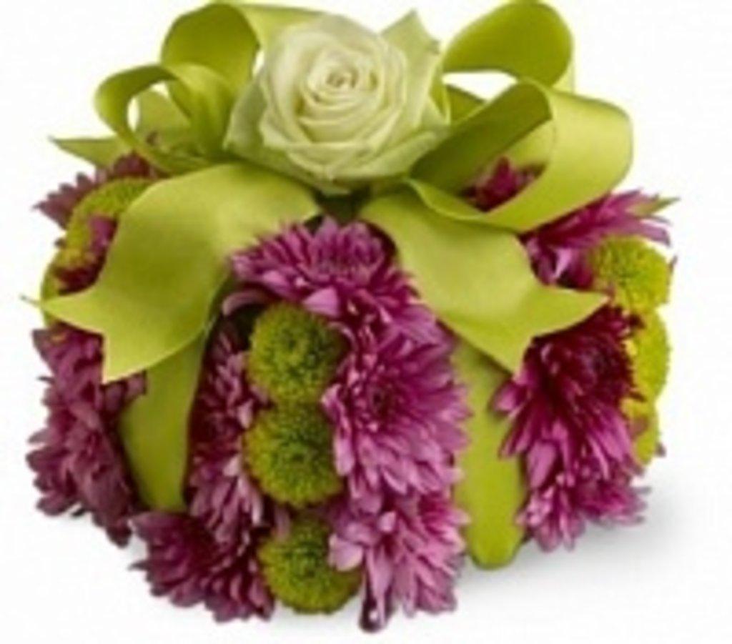 """Букеты и композиции из живых цветов: Композиция """"Приятный подарок"""" в Цветы доставка"""