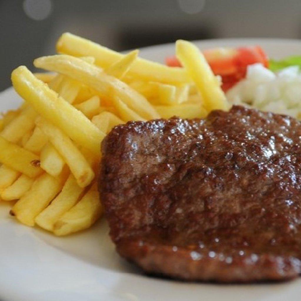 Блюда, приготовленные на гриле: Плескавица. 250g. Доставка на дом. в Zlatibor