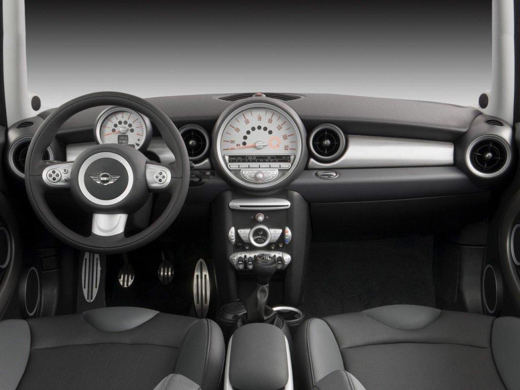 Аренда легковых автомобилей: MINI COOPER One1.4.manual в Zevscomfort