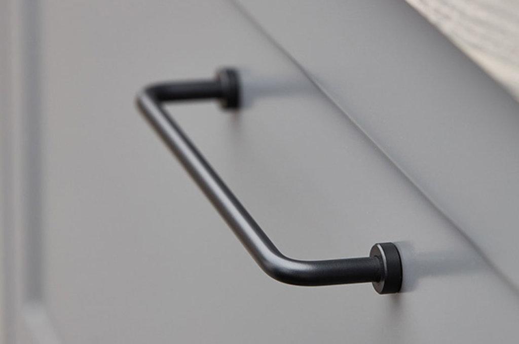 """Мебельная фурнитура """"НОВИНКИ"""": Ручка-скоба 160 мм, отделка черный матовый в МебельСтрой"""