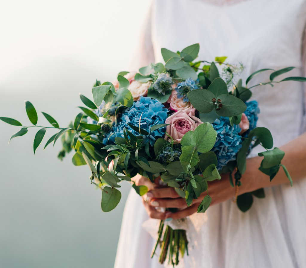 Свадебные букеты и бутоньерки: 013 Букет невесты в Lilies