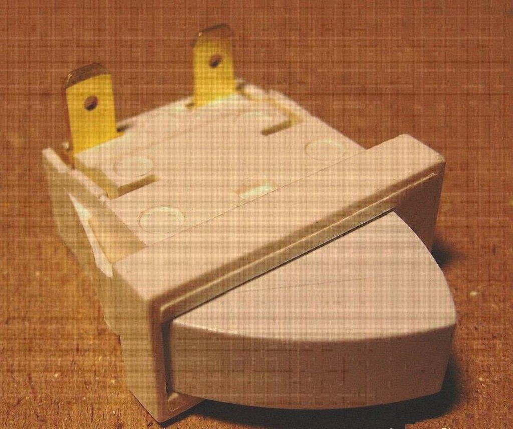 Запчасти для холодильников: Выключатель рычажный T85 (0,7A/250v) L851157 в АНС ПРОЕКТ, ООО, Сервисный центр