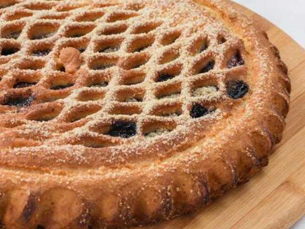 Сладкие: Пирог с вишней и шоколадом в Провиант