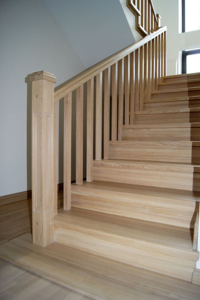Лестницы: Лестница деревянная ясень в Строитель, магазин в 23 микрорайоне