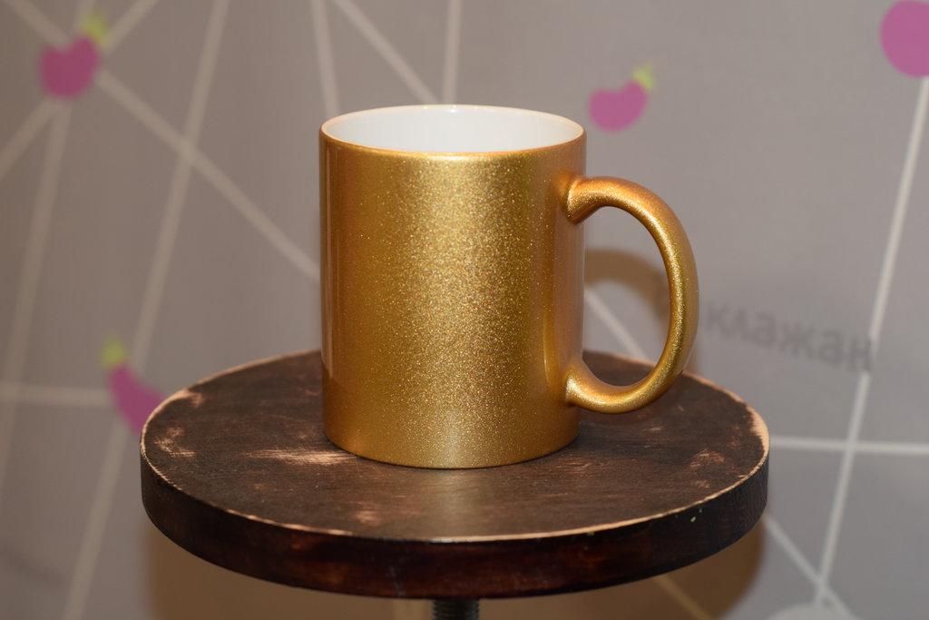 Чашки и кружки: Кружка золотая перламутровая в Баклажан, студия вышивки и дизайна