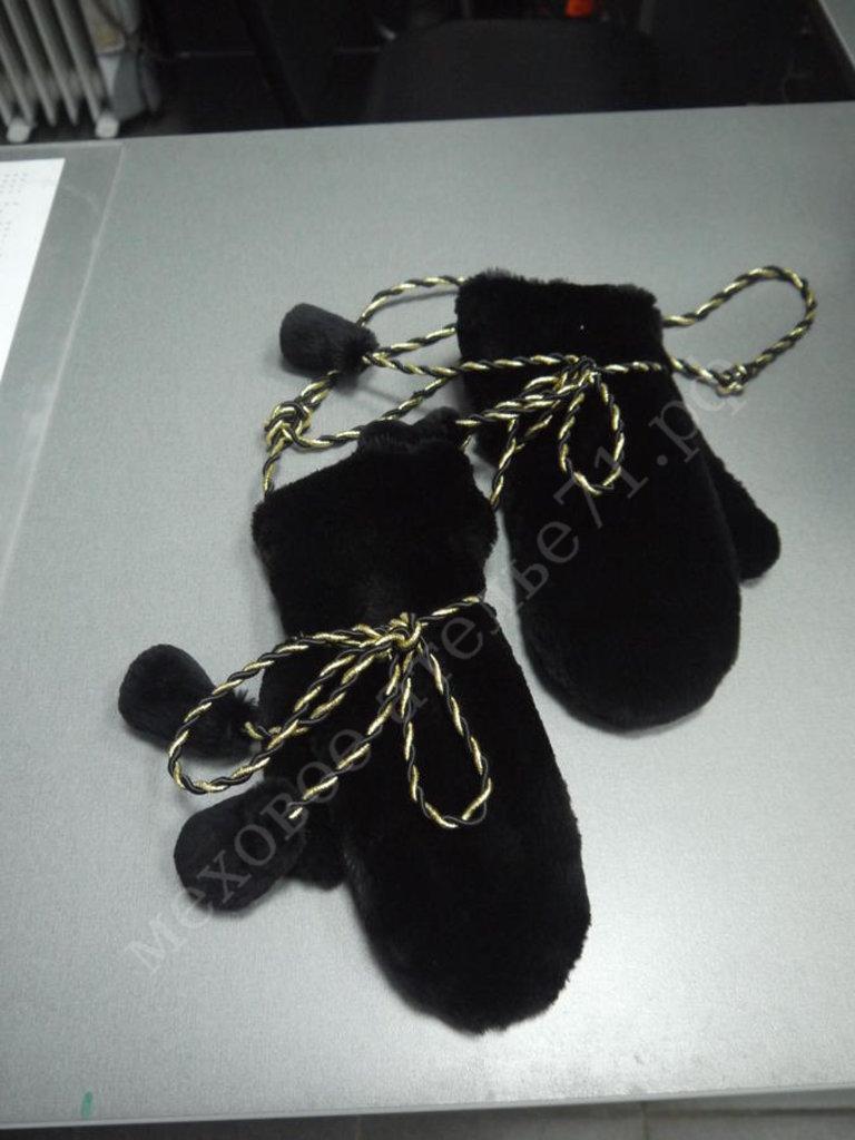 Головные уборы и аксессуары: Варежки из черного стриженного бобра в Молодость