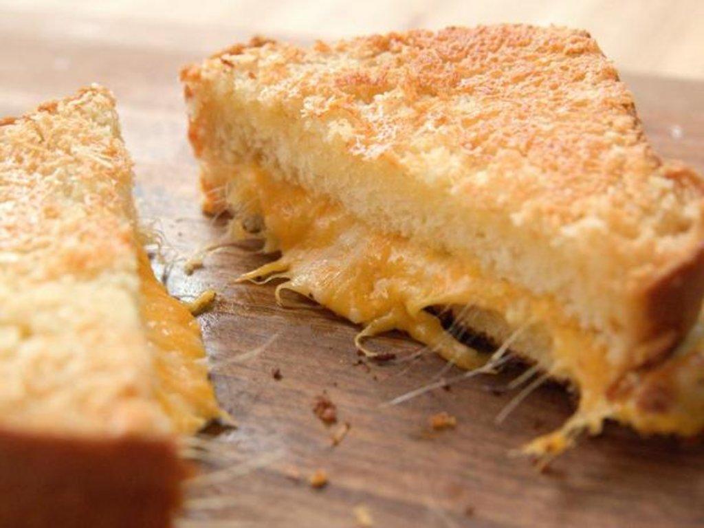 Сэндвичи: Французский сэндвич с ветчиной и сыром в Квартал