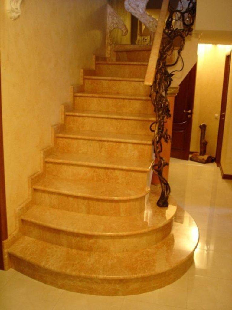 Лестницы: Ступень лестницы камень натуральный природный мрамор в ассортименте, изготовление на заказ в Салон каминов Октава