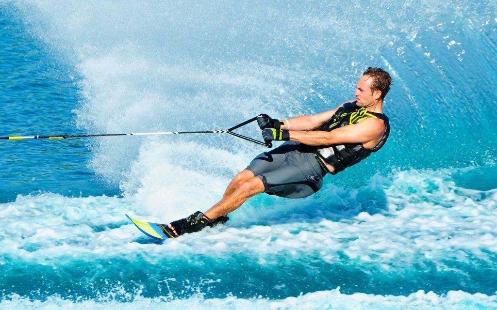 Спортивный летний отдых: Водные лыжи в Seventh Heaven