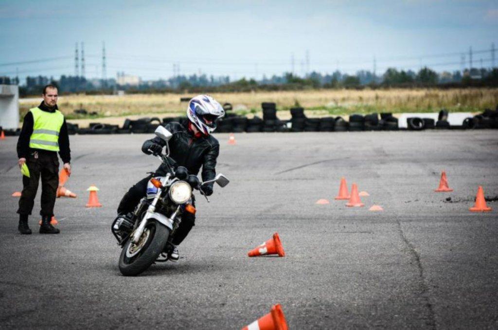 Автошкола: Обучение на мотоцикле в Лидер, автошкола