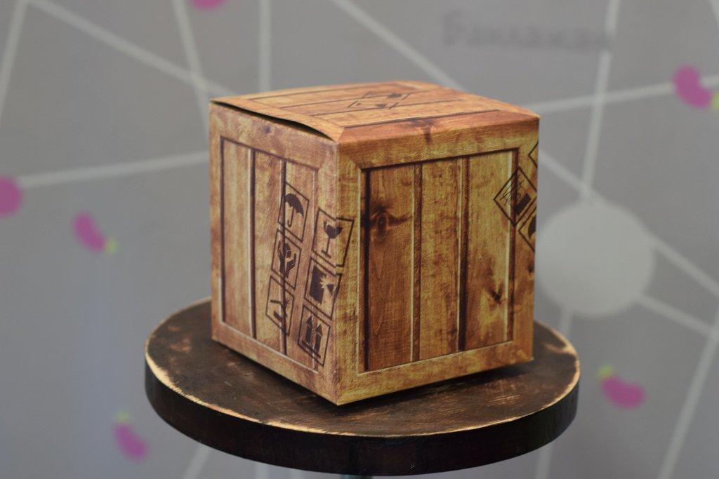 """Подарочная упаковка: Подарочная коробка под кружку """"Деревянный ящик"""" в Баклажан, студия вышивки и дизайна"""