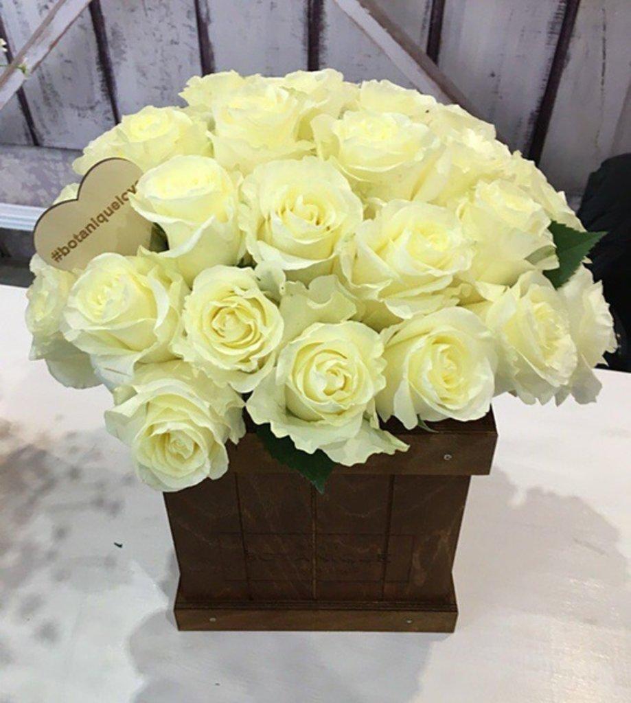 """Botanique WOOD: """"Botanique wood"""" 25 Белых Роз (Эквадор) в Botanique №1,ЭКСКЛЮЗИВНЫЕ БУКЕТЫ"""