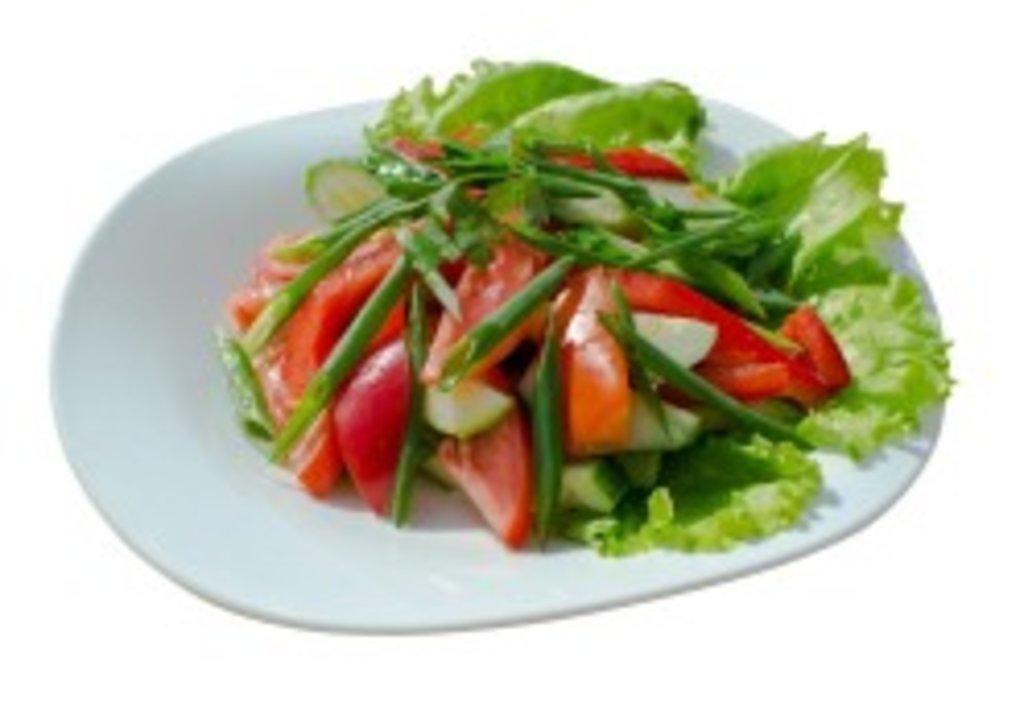 Салаты: Салат из свежих помидоров и огурцов 100 гр. в Коко-пицца