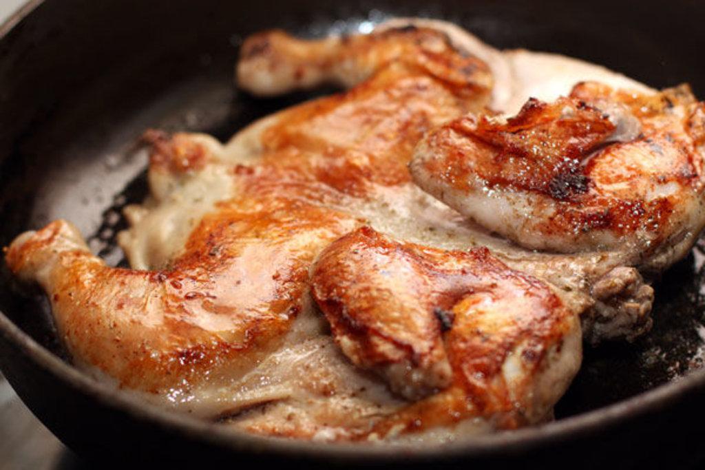Цыпленок табака: Цыпленок табака в красном винном соусе в Березка