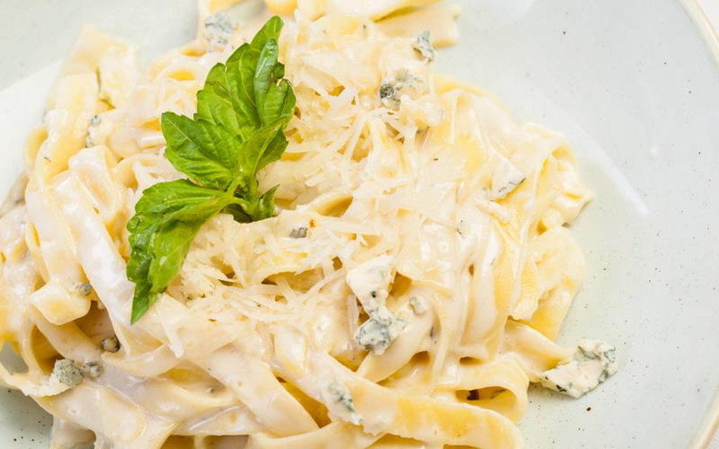 Паста: Паста Феттучини четыре сыра в Квартал