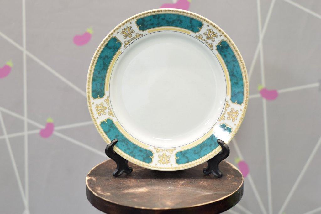 """Декоративные тарелки: Тарелка керамическая белая с каймой """"Изумрудная"""" в Баклажан, студия вышивки и дизайна"""