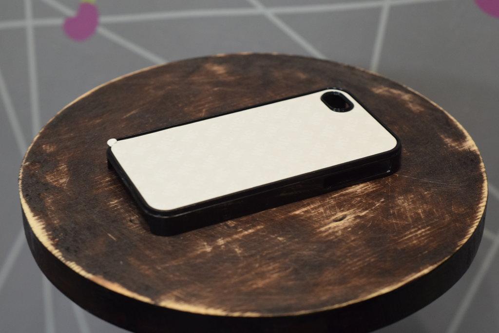 Чехлы: Пластиковый чехол для Iphone 5/5S в Баклажан, студия вышивки и дизайна