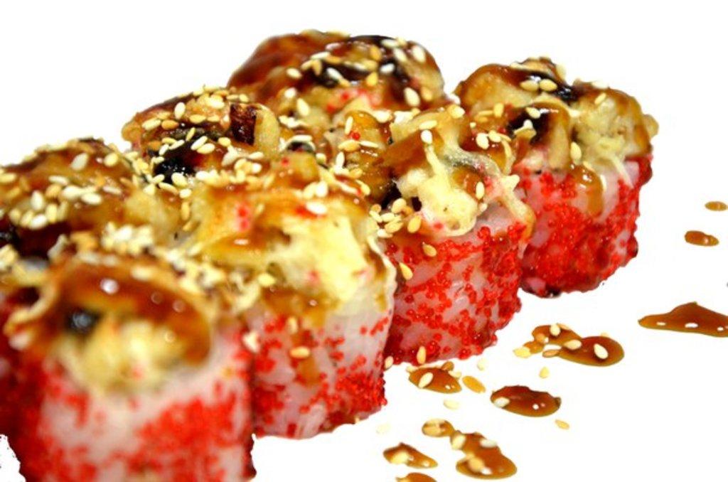 Горячие и запеченные роллы: Сакана хот в Mr.MaKKo