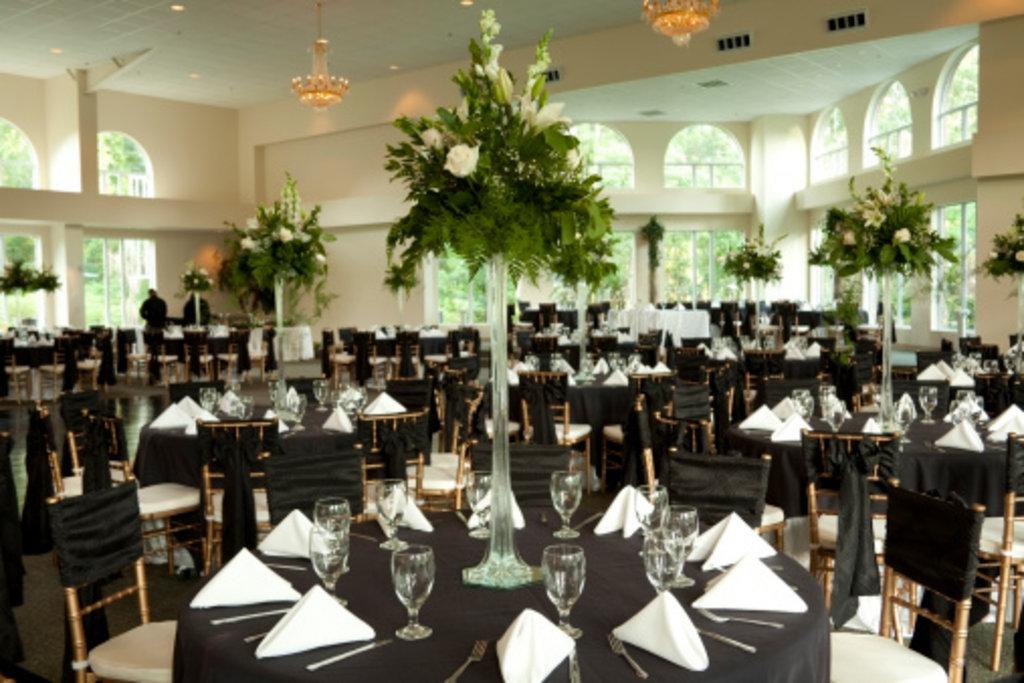 Свадебное оформление интерьера: Свадебное оформление интерьера в Lilies