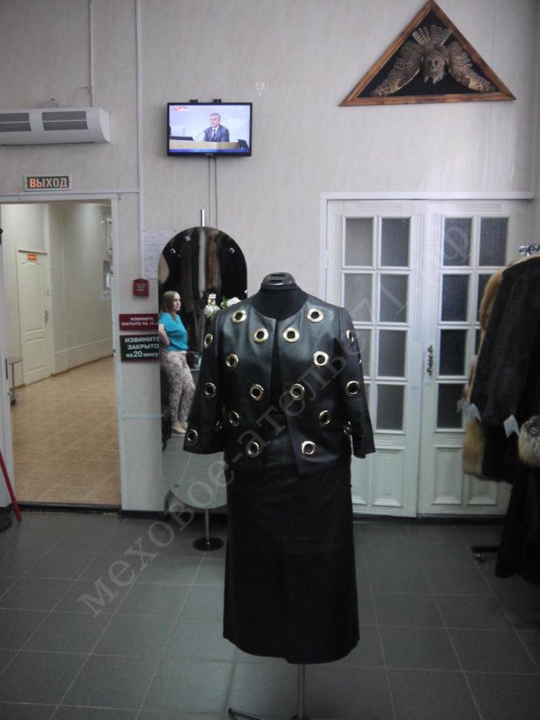 Индивидуальный пошив: Куртка из черной кожи с люверсами в Молодость