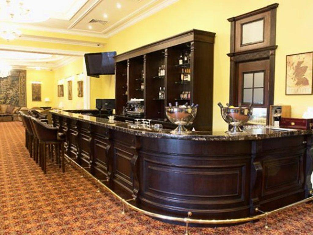 Мебель для баров, ресторанов и кафе: Ресепшн для бара и кафе в Атлас-мебель