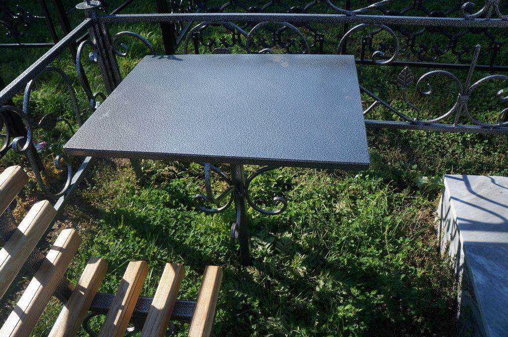 Металлические и кованные изделия: Стол металлический в Мир Плитки /Планета Ковки