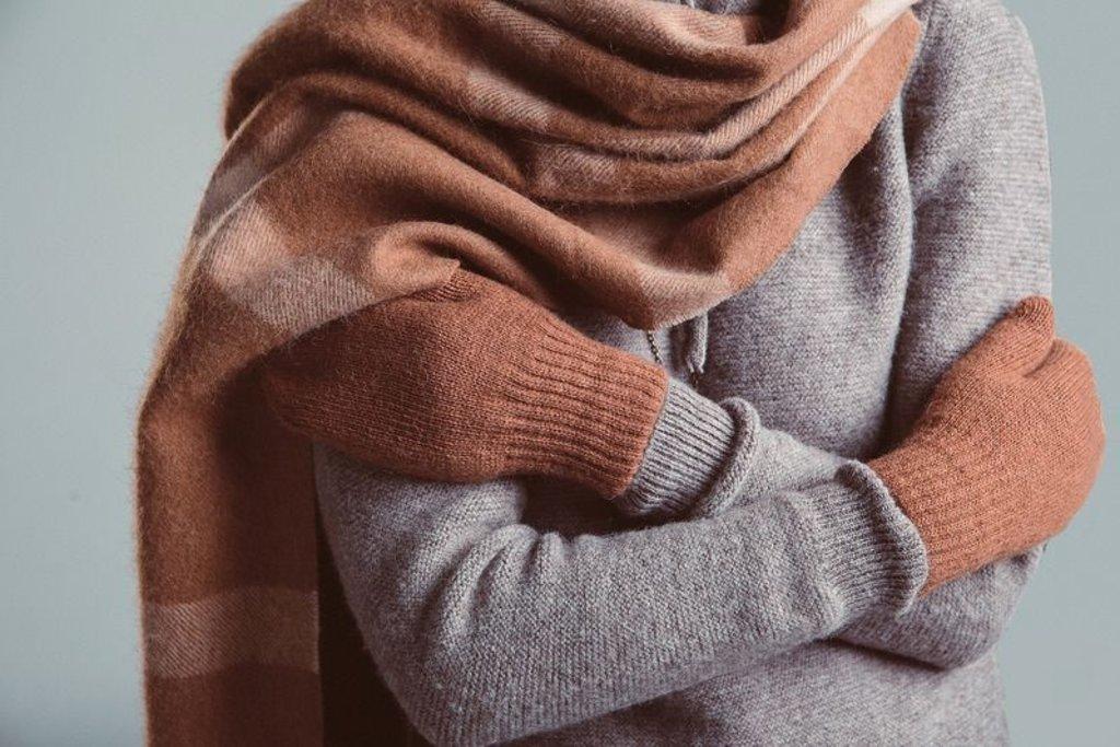 Варежки и перчатки: Варежки из верблюжьей шерсти (взрослые) в Сельский магазин
