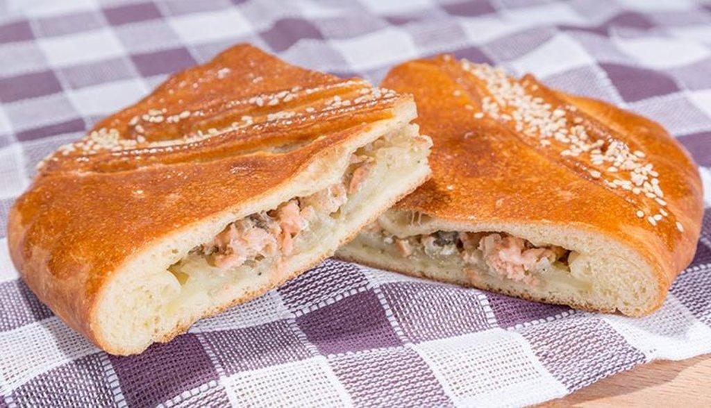 Пироги с рыбой: Пирог с кетой и картофелем в Обедовъ