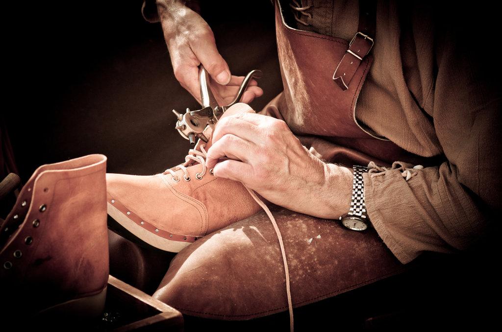 Ремонт обуви и сумок: Реставрация обуви в Химчистка на Предтеченской
