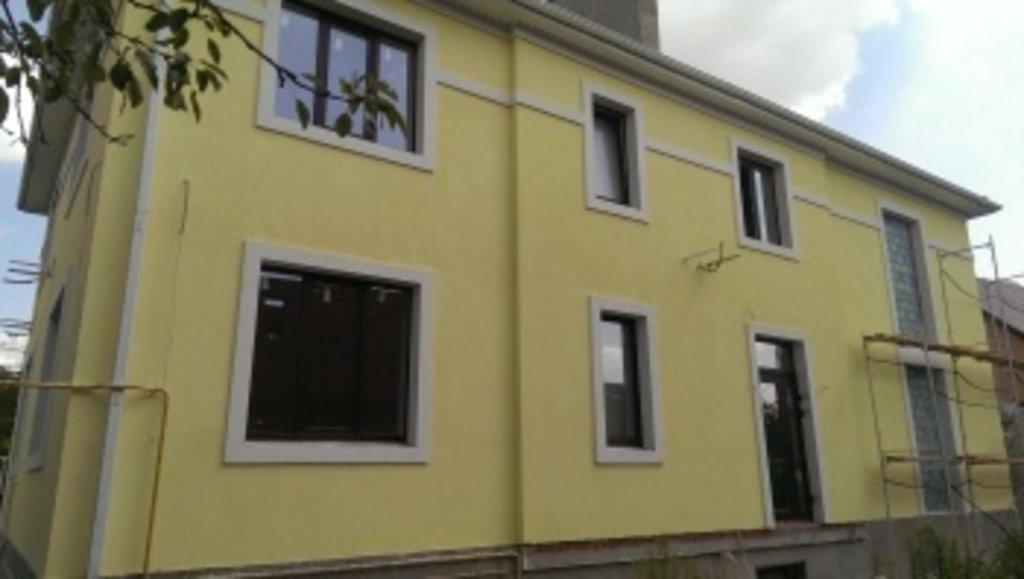 Дом с разной отделкой фасада