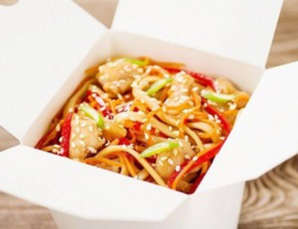 Wok: Удон с курицей и грибами (устричный соус) в Sushin