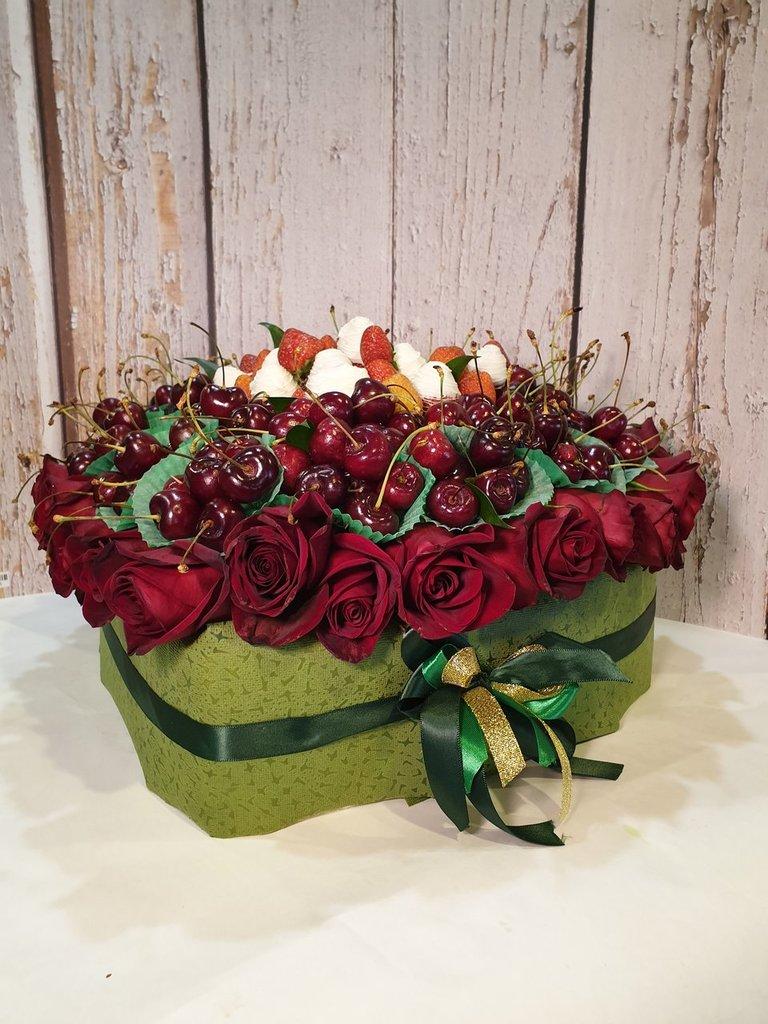 ВСЕ БУКЕТЫ: Любовь из роз в Fruit Art