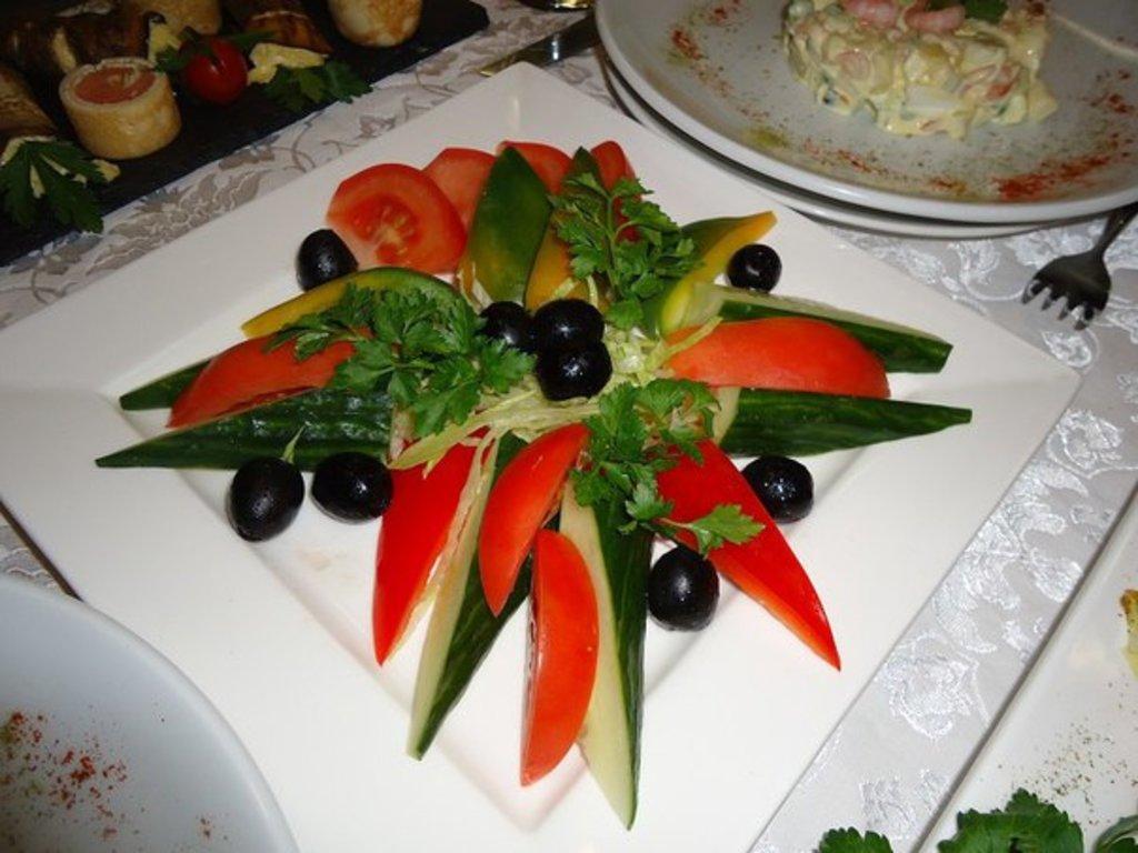 Закуски: Овощная нарезка в Квартал