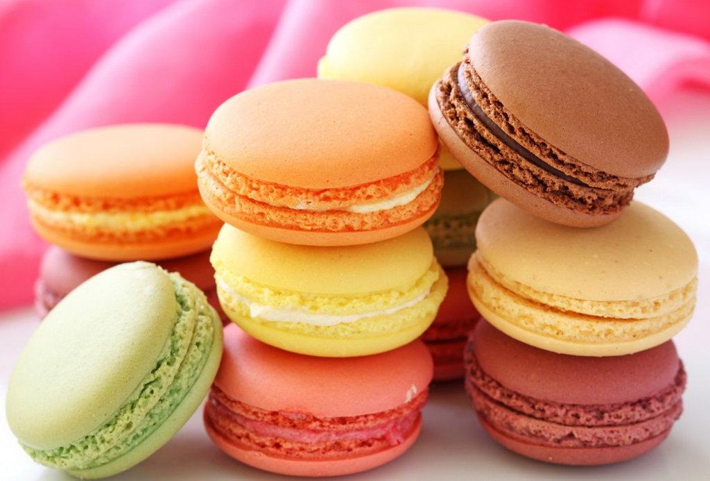 Десерты: Макаронс в Restorant SH
